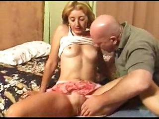 Getting her cunt shaved